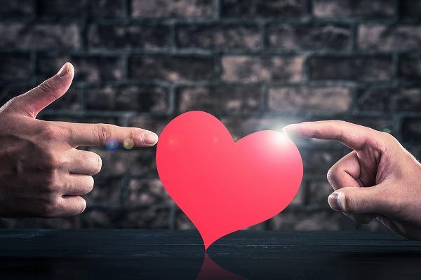 愛とはいったい何?恋とはまったく違う愛について考察!