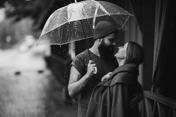 雨の日はチャンスかも!?相合傘で気になる彼との距離を縮めよう!