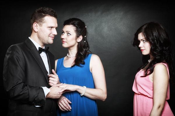 背徳感にドキドキ?既婚者がパートナー以外と恋愛するのはなぜ?