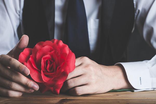 キザな男性ってどうなの?ロマンチックな恋に憧れる女性の心理は?